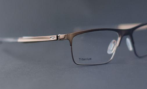 Oakley Titanium sportliche Brille