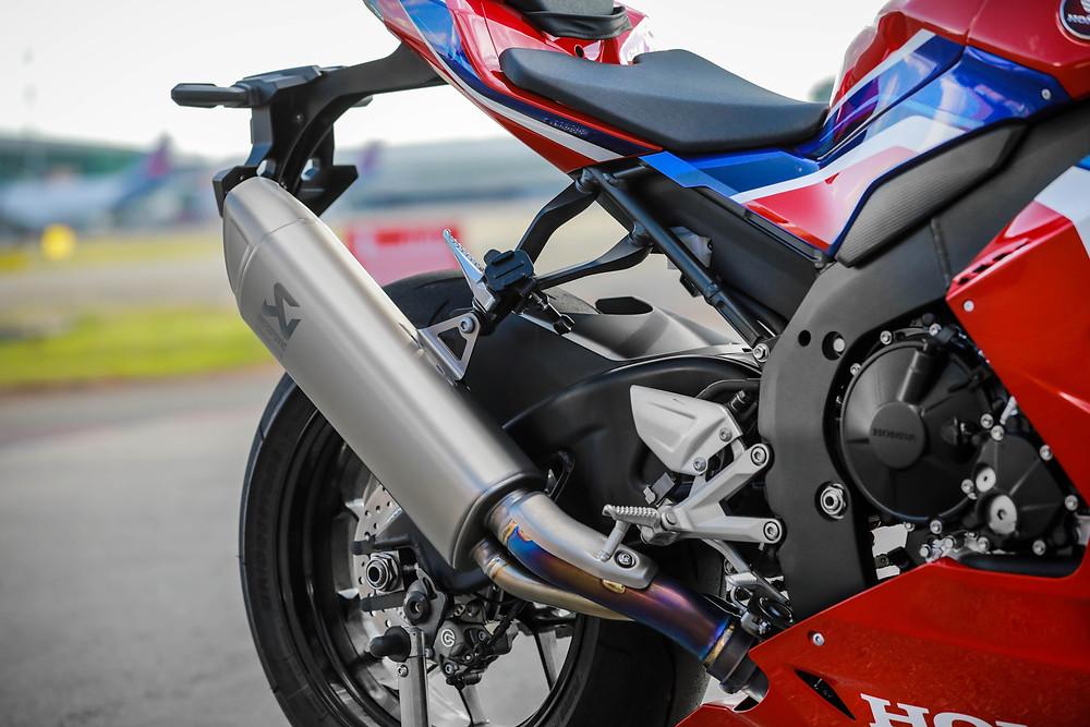 Escape da Honda CBR 1000RR-R 2022