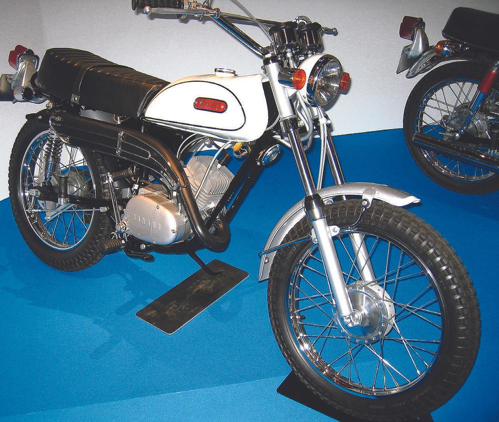 Enorme sucesso mundial, a Yamaha DT-1 inventou o conceito trail: preparada para o off road e as ruas