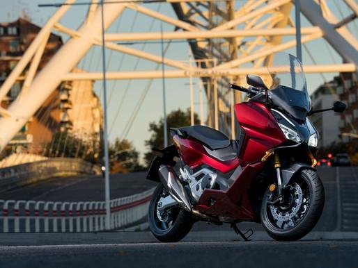 Maxiscooter Honda Forza 750 tem design premiado