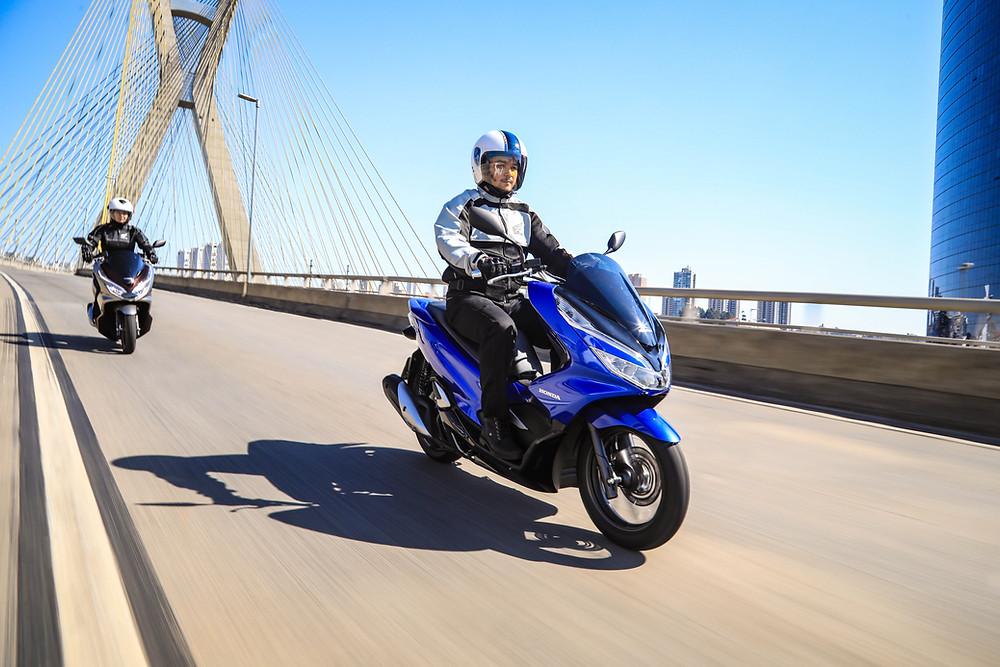 Nova Honda PCX 2022 novas cores e grafismos