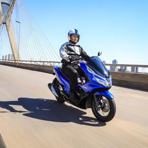Honda PCX 2022 chega com novas cores e grafismos