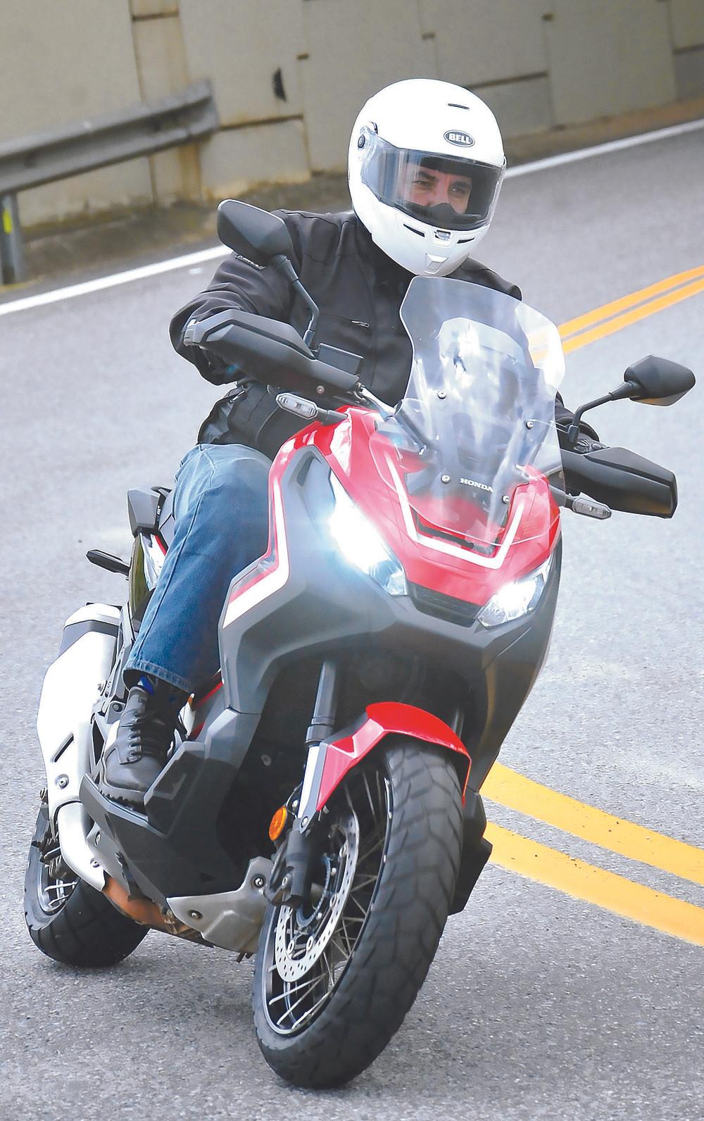 Frente da Honda X-ADV 750 scooter