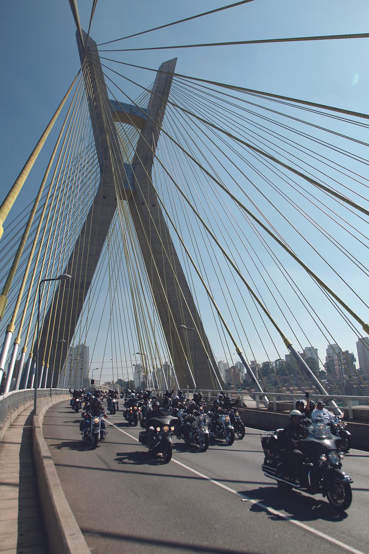 Motos Harley-Davidson na ponte Espraiada, São Paulo