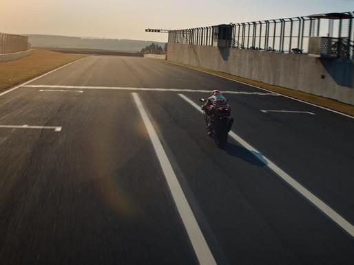 Honda Motos destaca velocidade e tecnologia da nova CBR 1000RR-R Fireblade SP em campanha