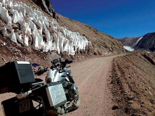 Pelo mundo de moto