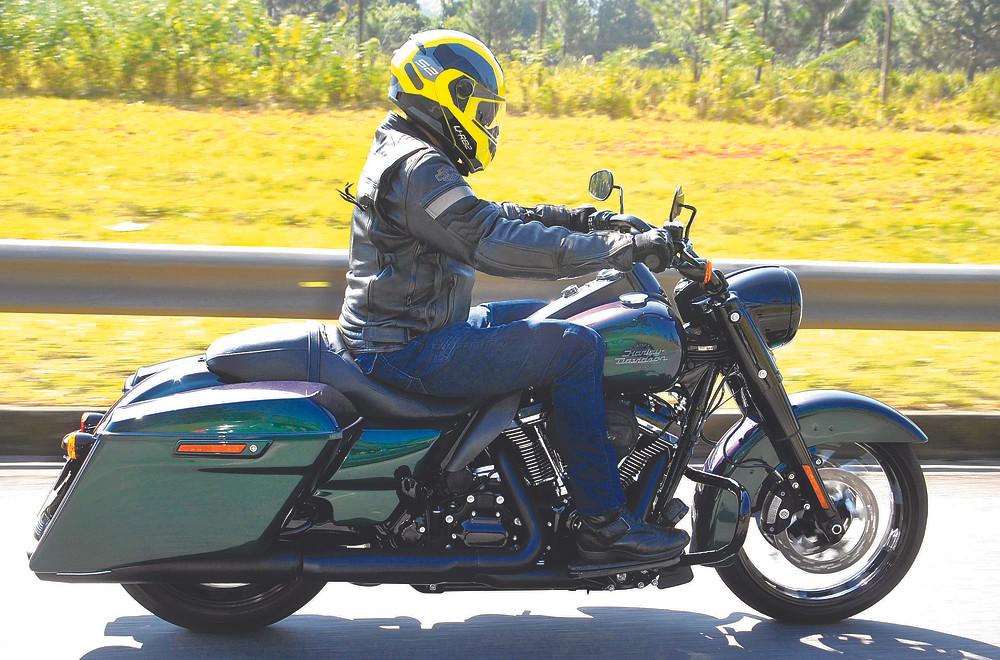 H-D Road Kin 2022 Snake Venom motocicleta