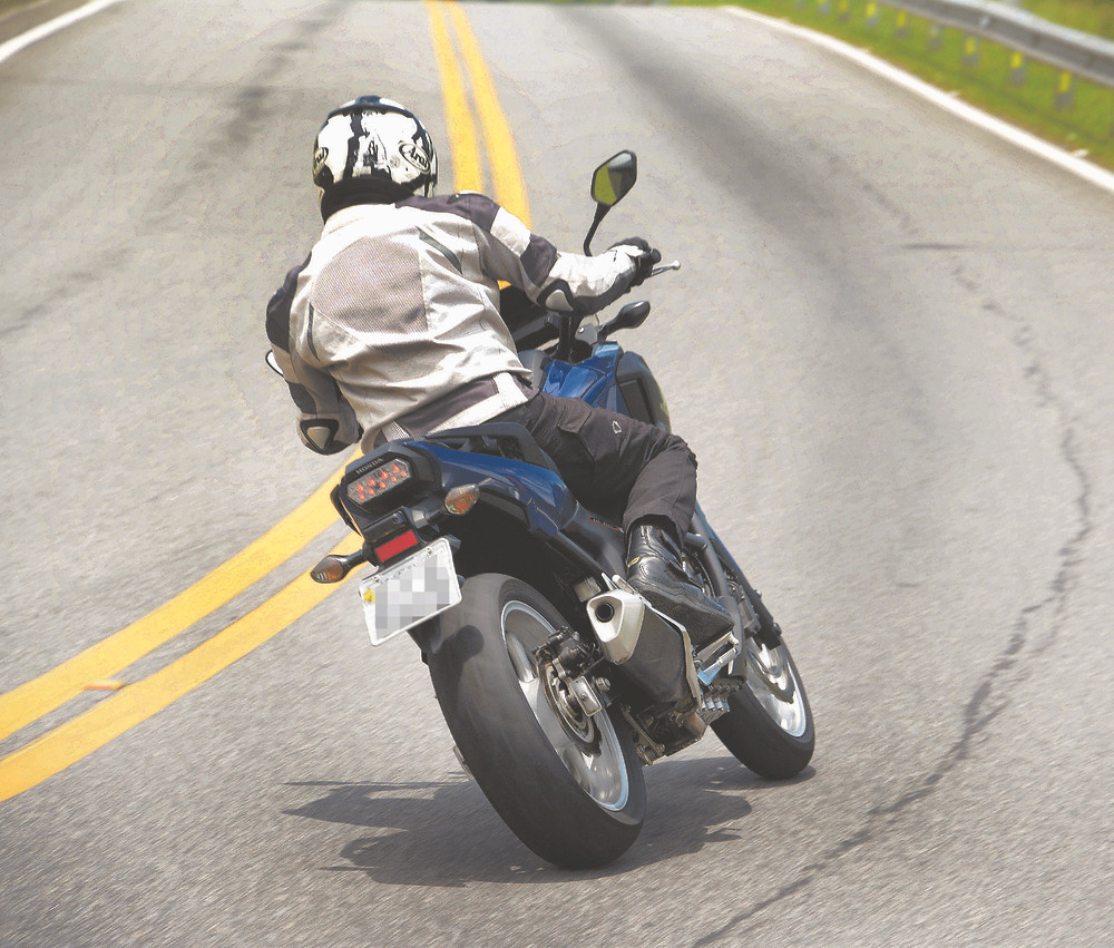 Traseira da Honda NC 750X 2021