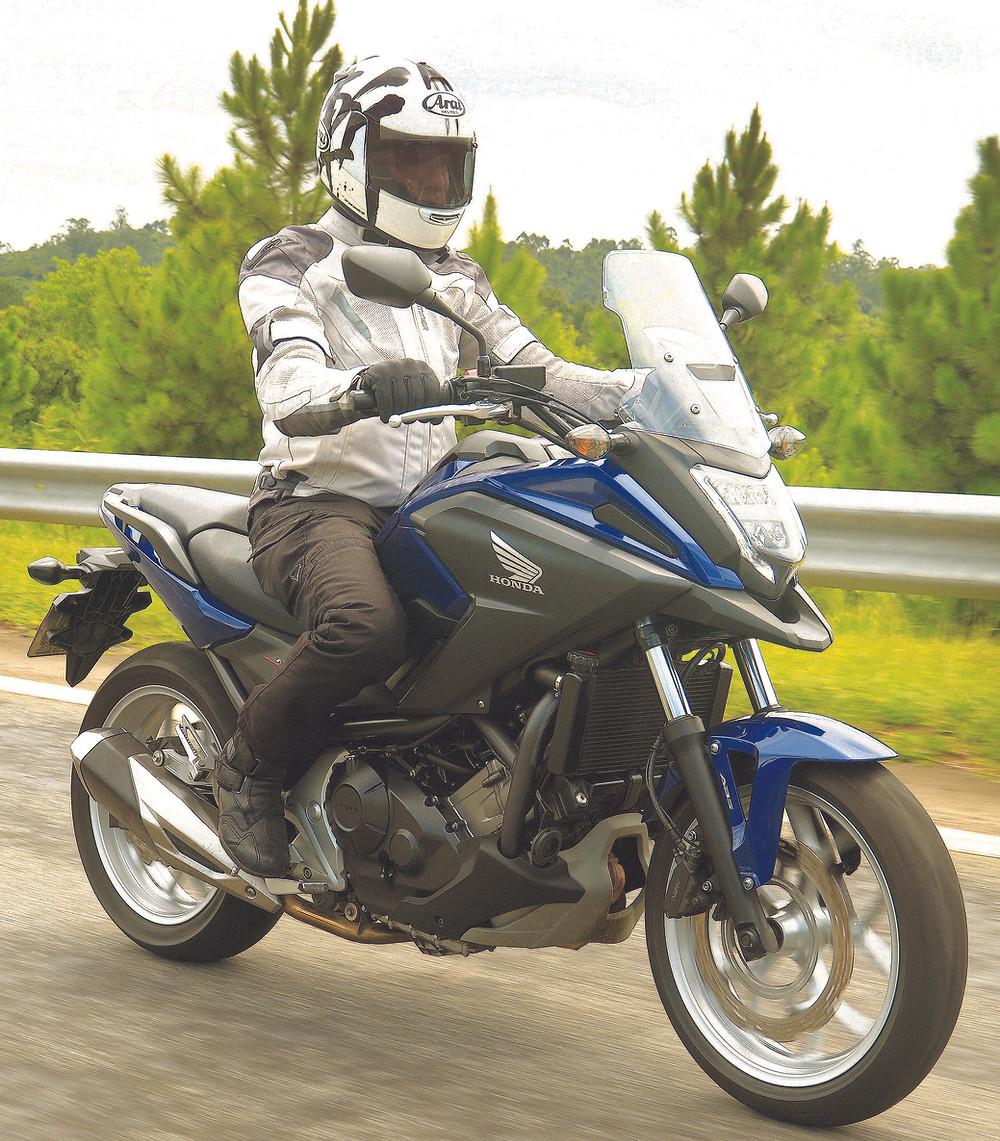 Honda NC 750X 2021 na estrada