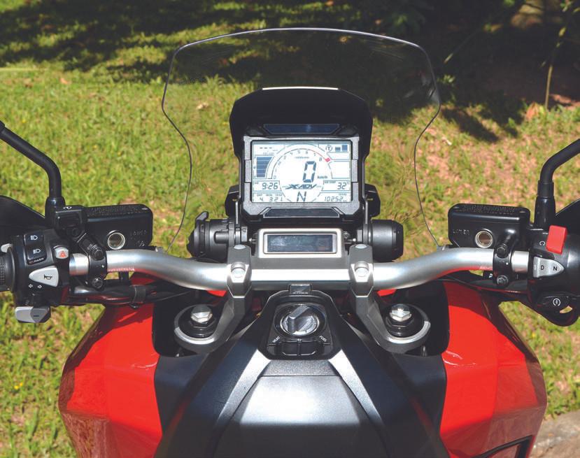 Painel do Honda X-ADV 750 scooter aventureiro