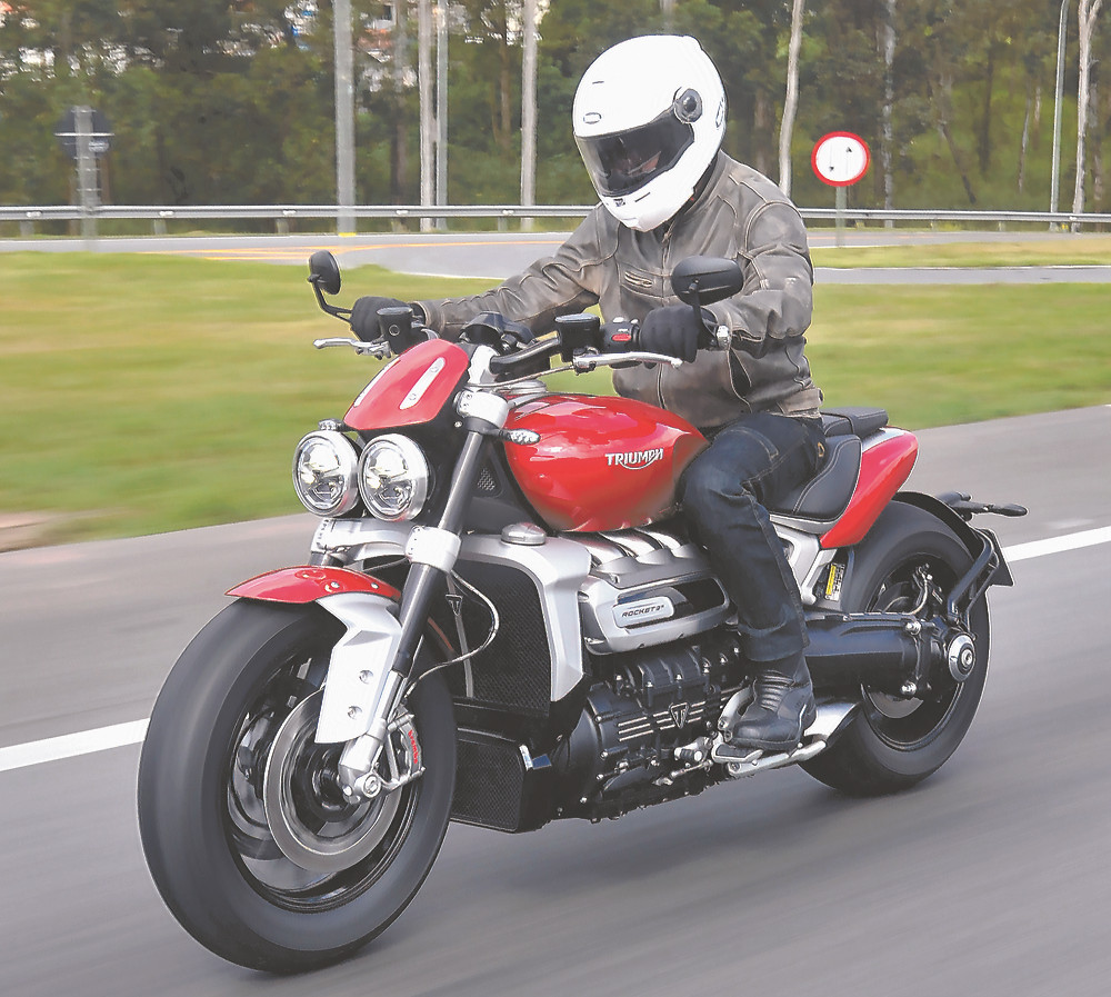 Moto com 2.500cc Triumph Rocket 3