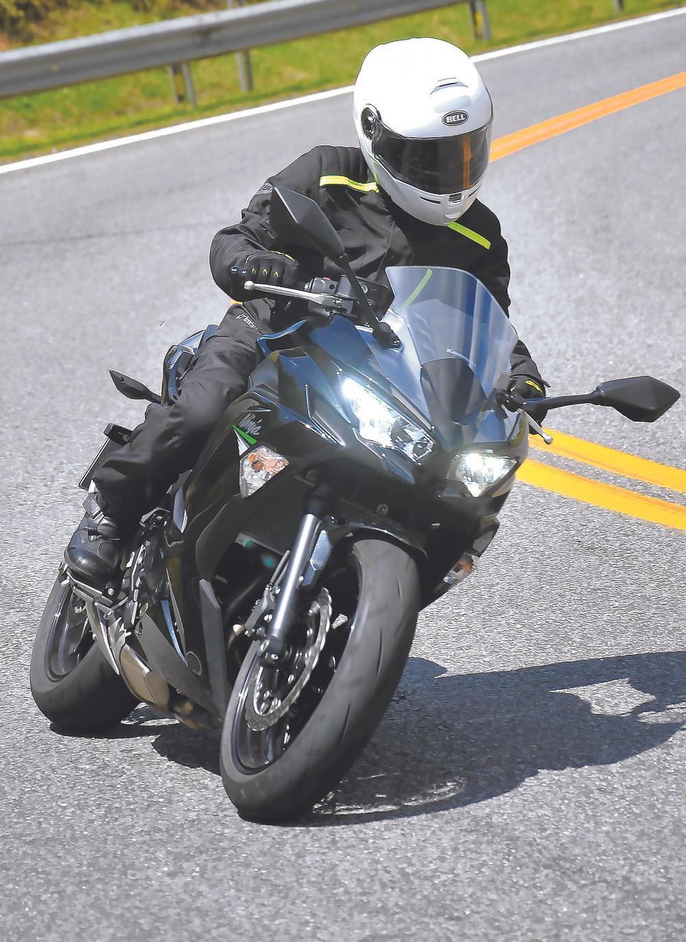 Frente da Kawasaki Ninja 650