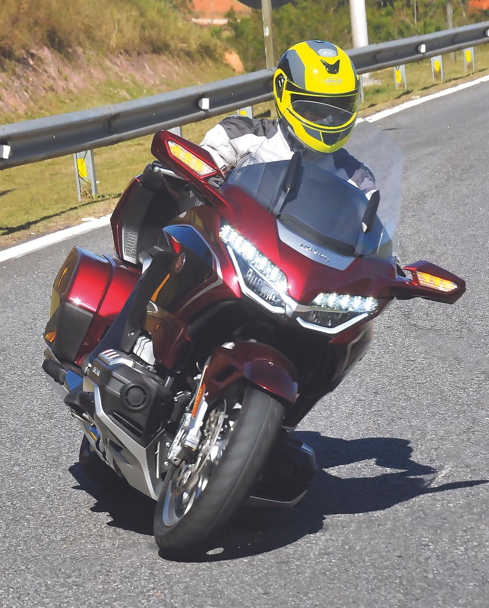Frente da Honda GoldWing Tour DCT