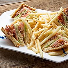 Club Sandwich with French Fries 公司三文治