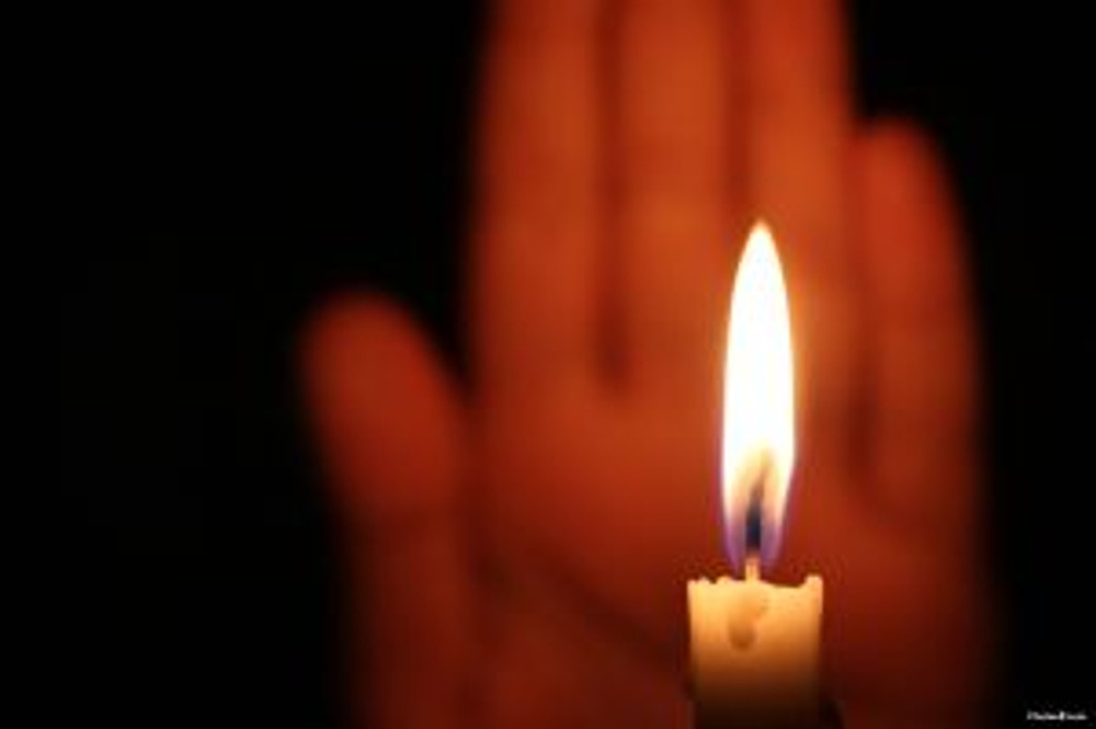 hand-and-candle-3229