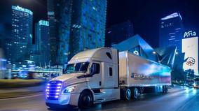 I Drove a 40-Ton Tractor Trailer (Daimler's eCascadia)