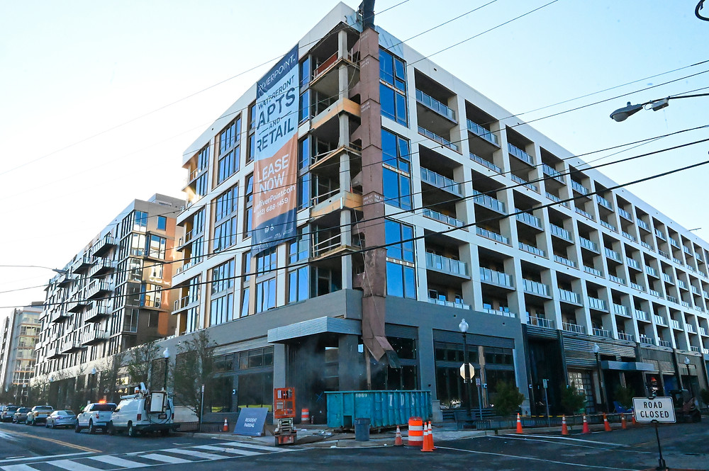 Riverpoint Apartments, Buzzard Point, Akridge, CBG construction, Western Development, Orr Partners, Antunovich Associates, retail for lease