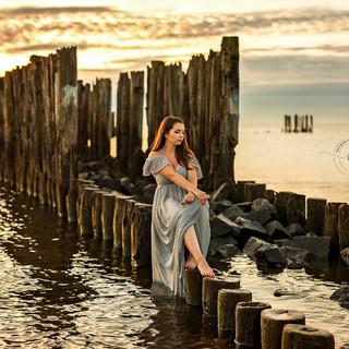 sesja kobieca o wschodzie słońca