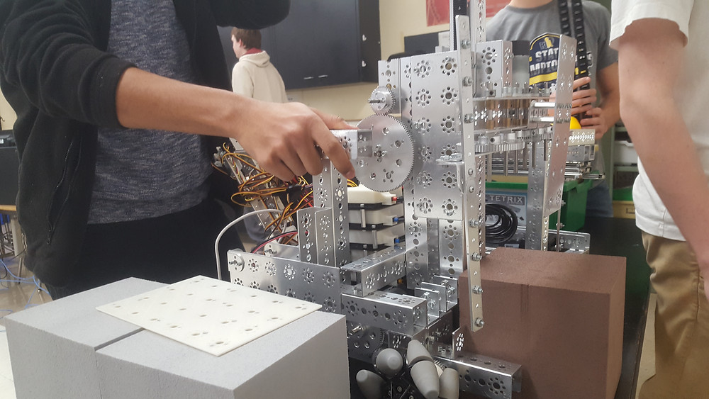 Students build a robot at a meeting of the LHS robotics club. Photo by Hannah Leopold-Brandt