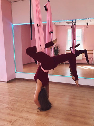 йога в гамаках, йога, растяжка, шпагат, стретчинг, аэройога, стрйчинг, спорт, йога на полотнах