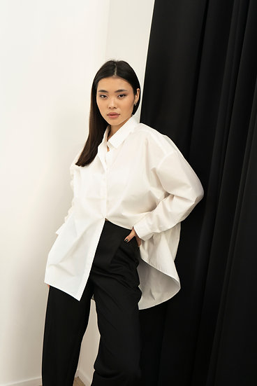 Удлиненная белая рубашка оверсайз