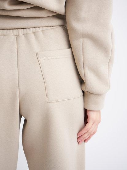 Широкие брюки с карманом сзади
