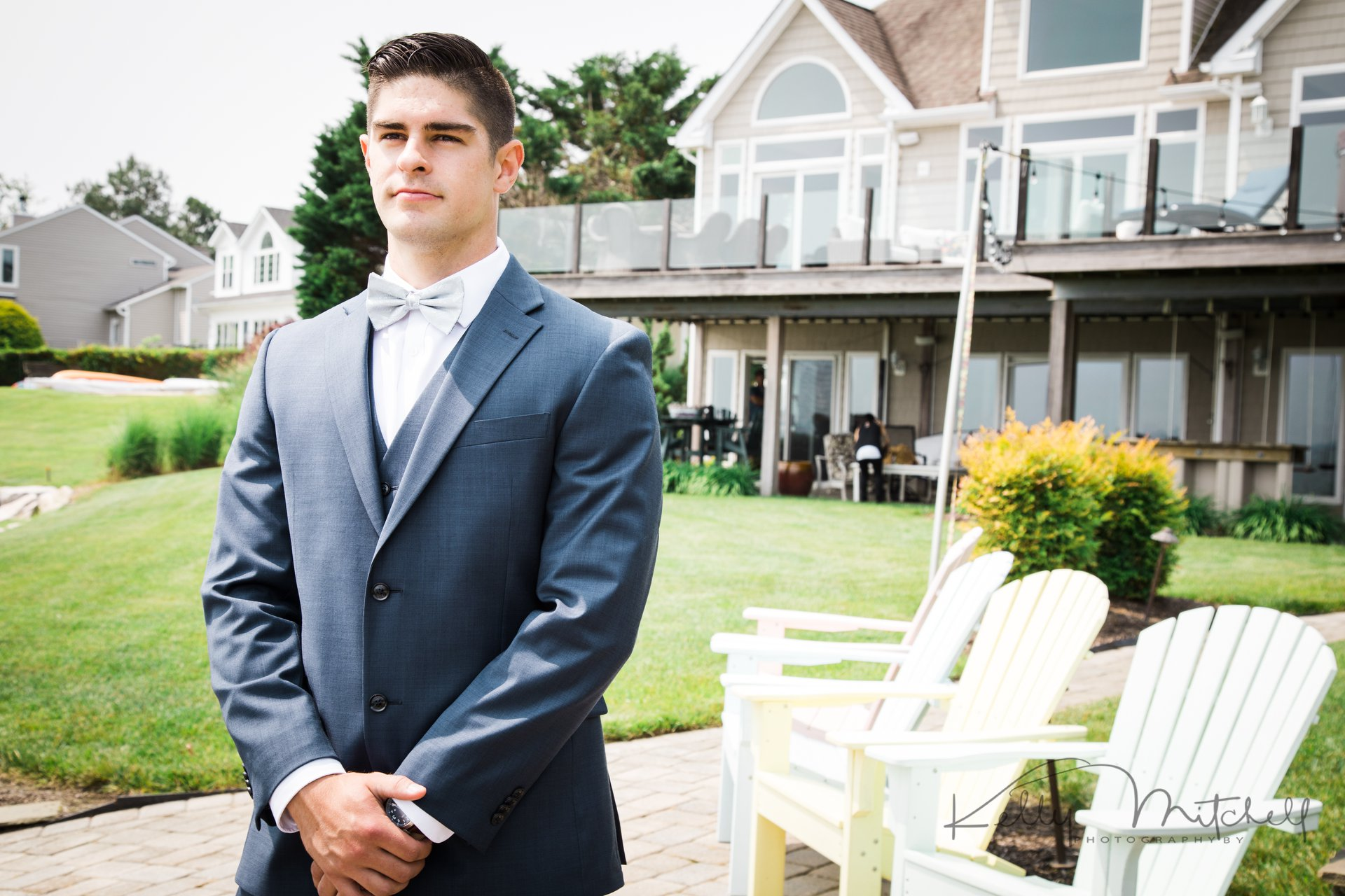 groom first look, annapolis wedding venue, navy suit, groomsmen, summer wedding, june wedding, bowti