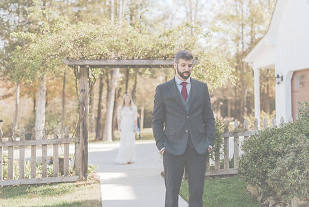should i do a first look for my wedding? the answer is if you want a lot of wedding photos and two moments of pure magic and happiness, then yes! do the first look with your fiance
