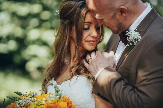 Bespoke Wedding Hair & Make Up Berkshire | Natural Makeup & Hair To Feel Your Absolute Best | Elle Au Naturel Hair & Make Up Berkshire, Hampshire, Buckinghamshire & London