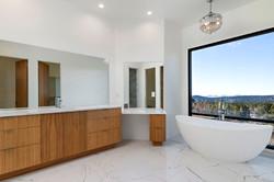 10_Owners Suite Bath