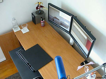 computer desk without clutter