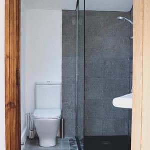 Hillside Lodge Shower Room