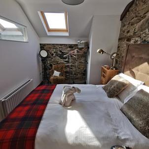 Hillside Lodge Master Bedroom 2