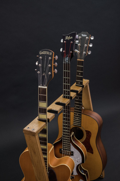 Guitarsbytheway59.jpg