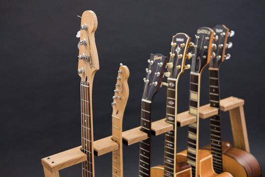 Guitarsbytheway2.jpg