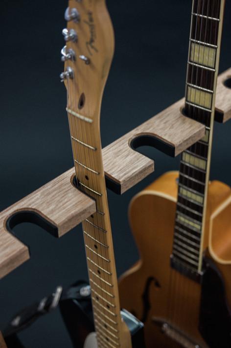 Guitarsbytheway43.jpg