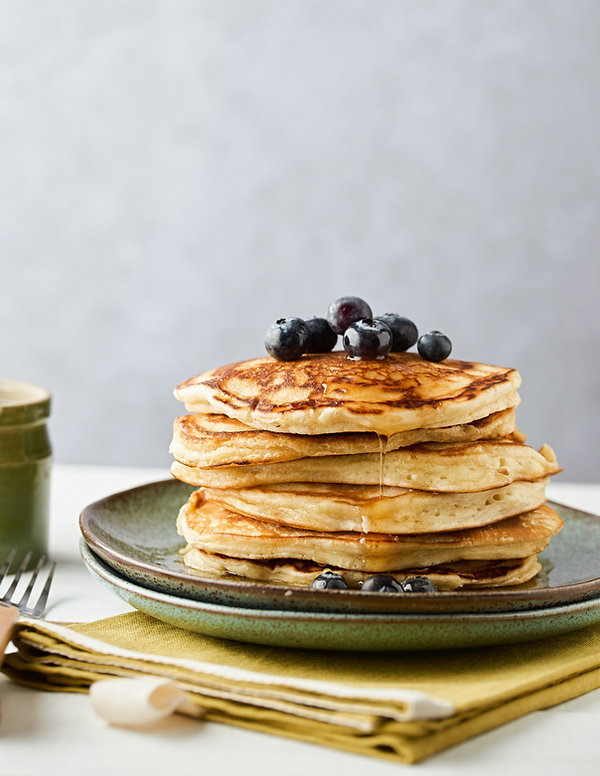 Perfect_Pancakes_with_Maple_Syrup_and_Bl