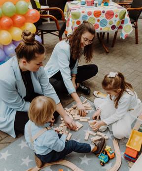 Janina & Angelina über Vertrauen & Zuversicht bei Kinderbetreuung an Hochzeiten