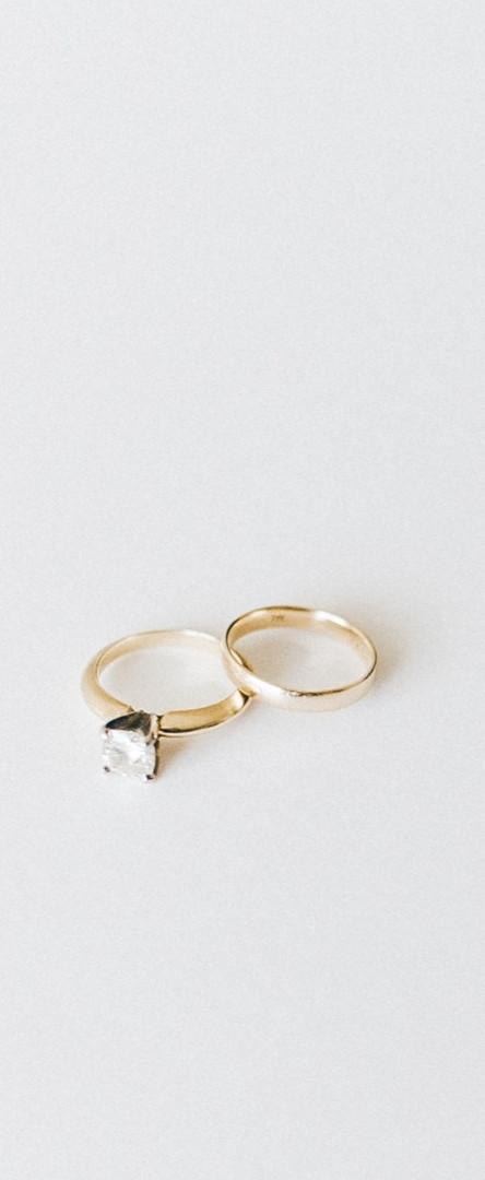 Wedding%2520rings%2520on%2520white%2520s