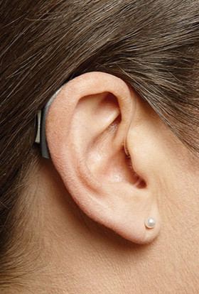 woman_with_hearing_aid.jpg