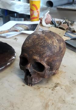 Crâne en resine, gravure à la dremel et patine