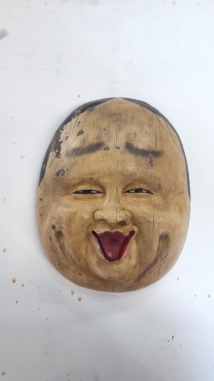 Masque Nô en plâtre, patine bois et peinture écaillée