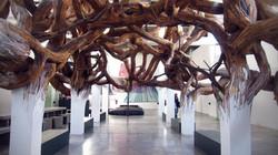 Œuvre in situ de Henrique Oliveira au Palais de Tokyo,Paris