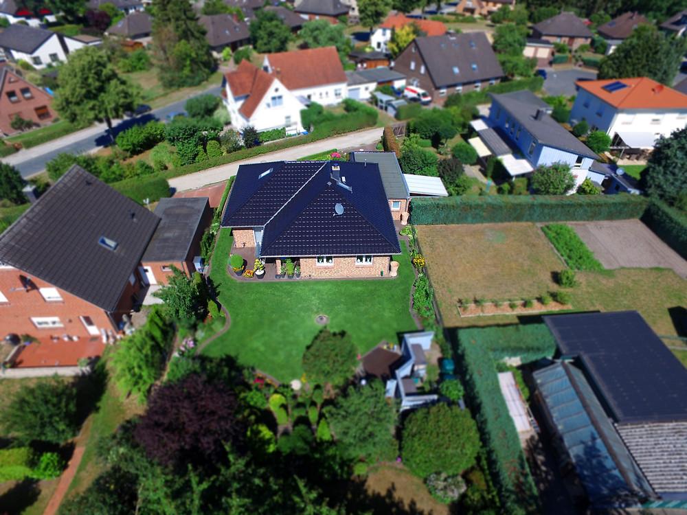 Luftbild Luftaufnahme vom Eigenheim Haus mit Drohne