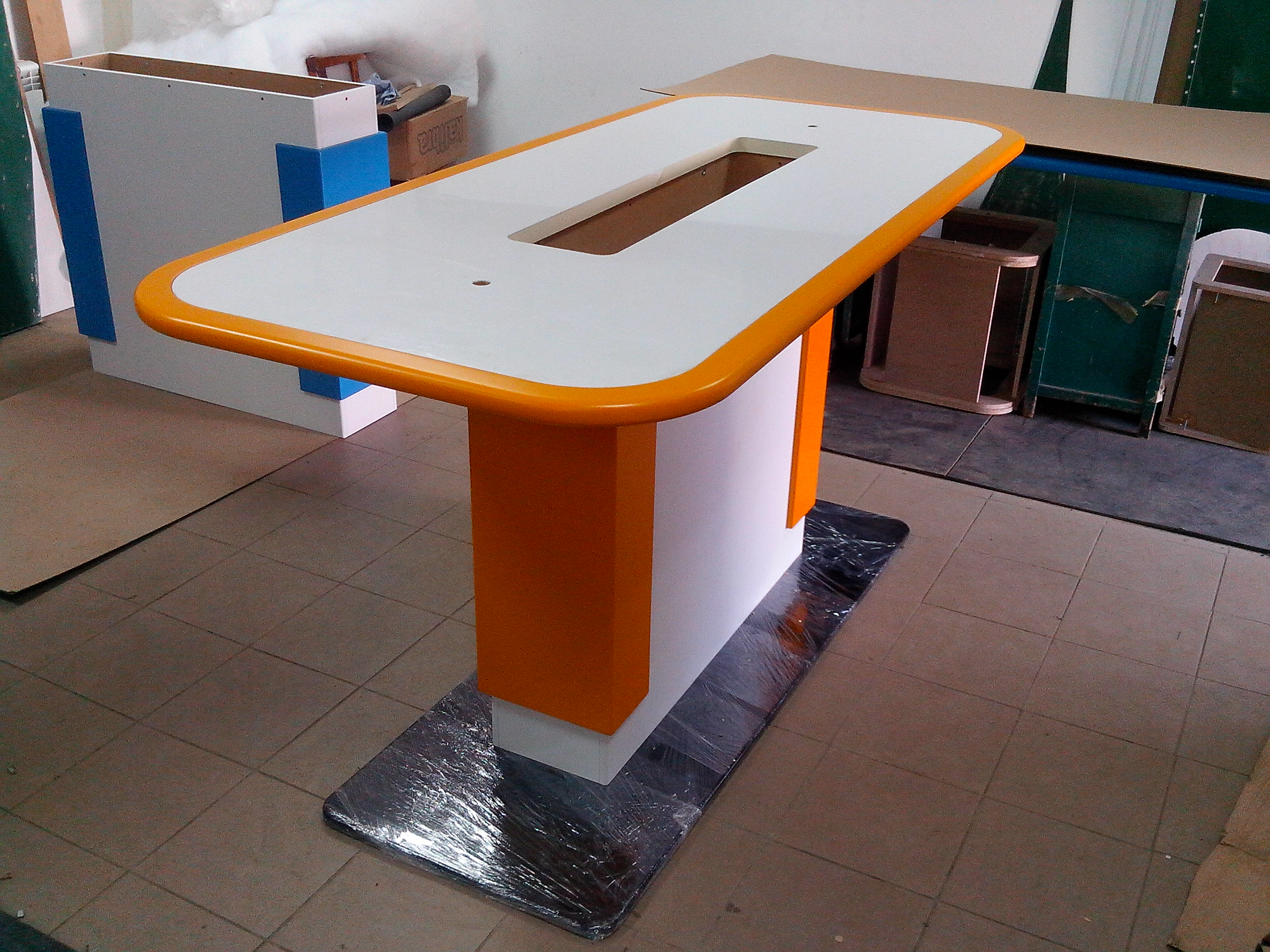 Стол для демонстрации цифр. техники