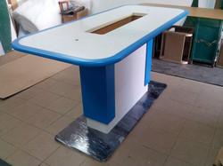 Стол для демонстрации планшетов