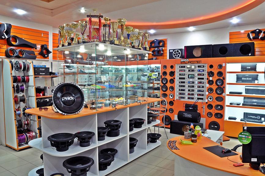 Изготовление торгового оборудования для магазинов автозвука на заказ.