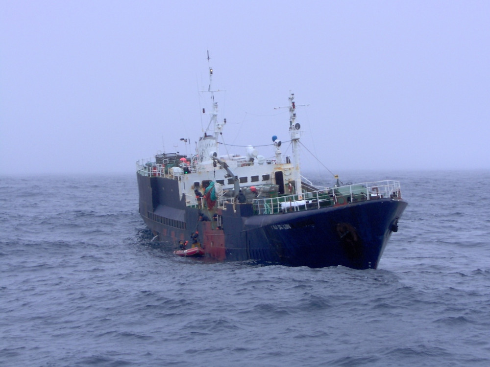 Seabull 22 (then Gold Dragon) fishing in the southern oceans