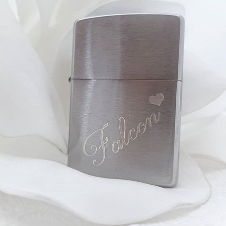 Personalised zippo with a touch of roman