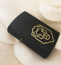 Engraved zippo with gold undertone